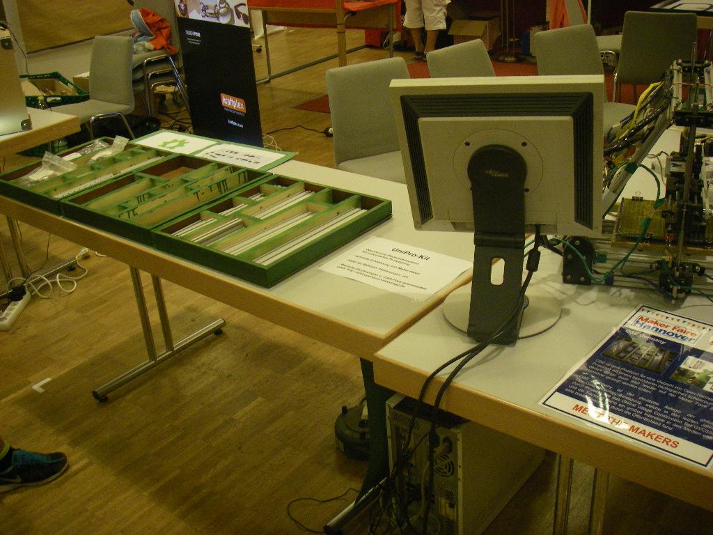 Der linke Teil, mit Bauteile-Kästen vom UniPro-Kit